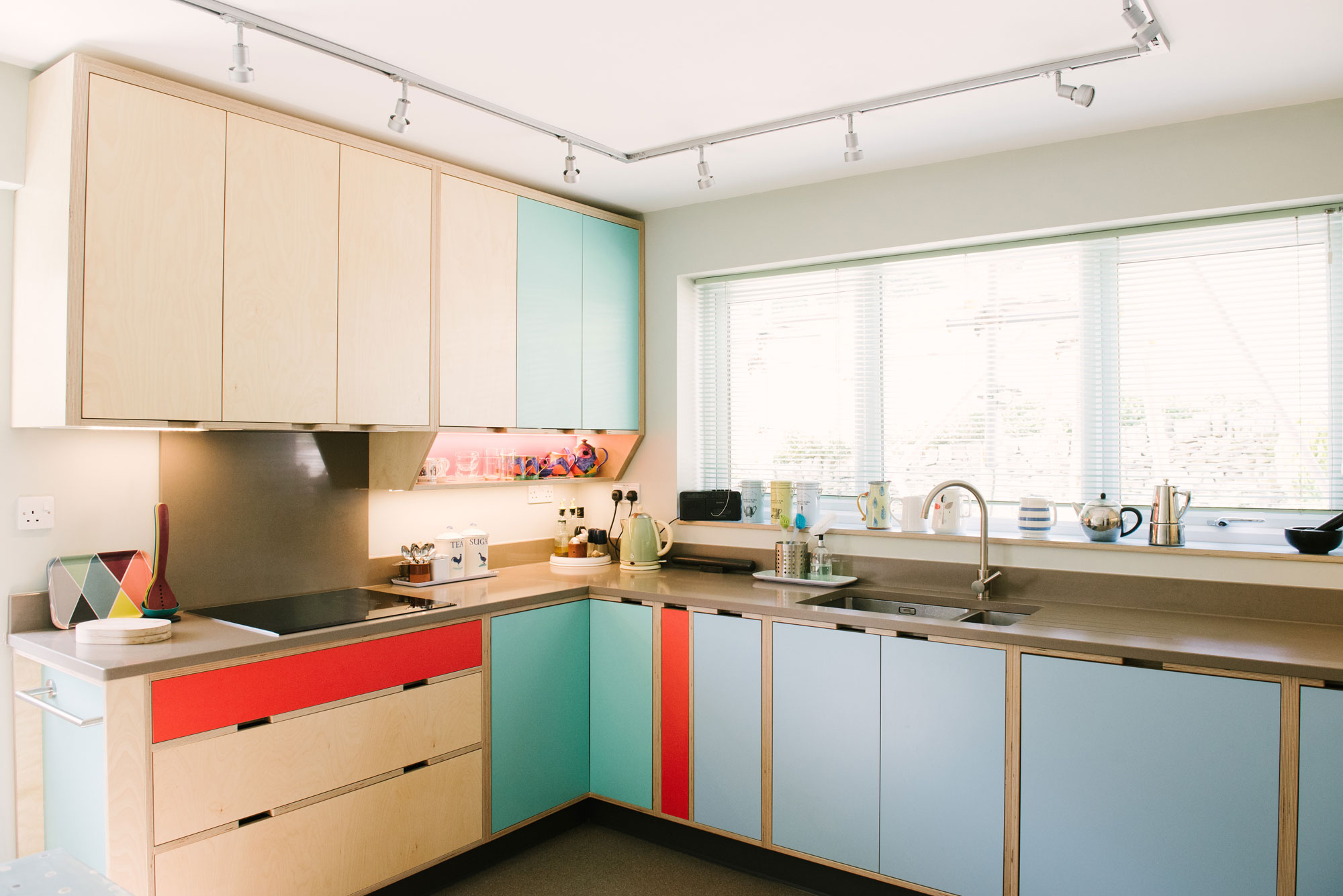 Retro kitchen in blue and red