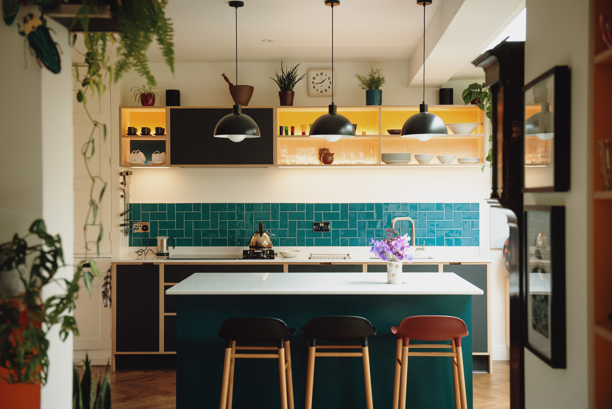 Kitchen in Black, yellow and blue